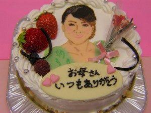 母の日 サプライズ アイデア 企画 似顔絵ケーキ