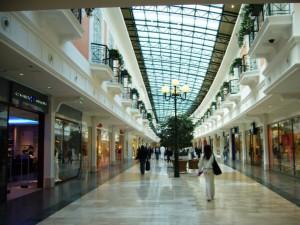 梅雨 過ごし方 楽しみ ショッピングモール