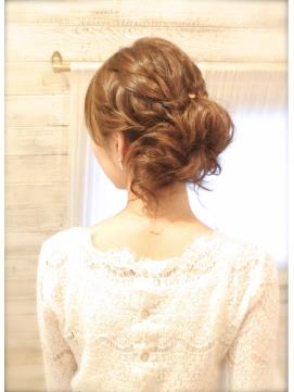 結婚式 髪型 ミディアム おすすめ おくれ毛