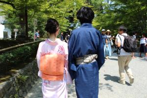 夏休み 旅行 大学生 カップル 浴衣
