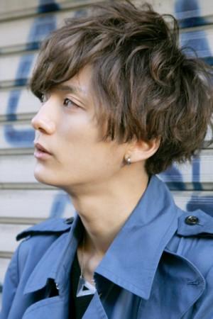 大学生 男子 髪型 モテ ニュアンスパーマ