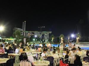 ビアガーデン 2015 東京 女子会 デート おしゃれ よみうりランド 夜プールビアガーデン