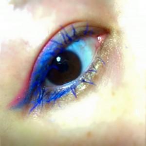 ハロウィン メイク 簡単 可愛い カラーマスカラ青