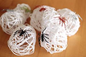 ハロウィン 蜘蛛の巣 作り方 毛糸 折り紙球体