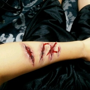 ハロウィン 傷 特殊メイク 道具 やり方 血のり