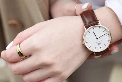 社会人 彼女 クリスマスプレゼント 腕時計